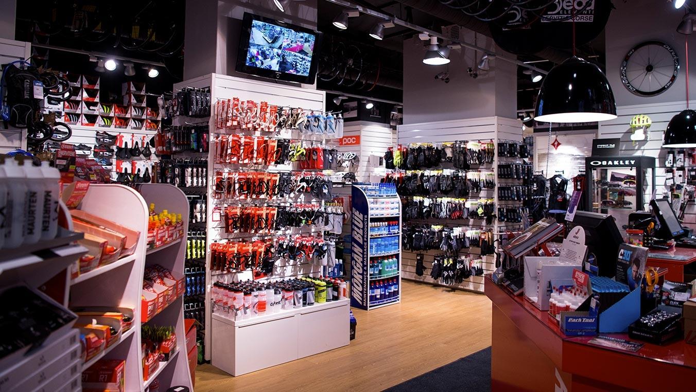 Energimat, cykelvård, handskar, skor och hjälmar i massor
